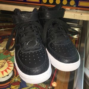official photos 5f8e2 dd9bc Nike Shoes - Nike Air Force 1 Black Snakeskin Mid LV8